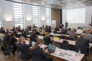 """Helmut Halmburger, referiert vor zahlreichen Vertretern der Fachpresse über """"Smarte Netzwerke als Basis für Industrie 4.0"""""""